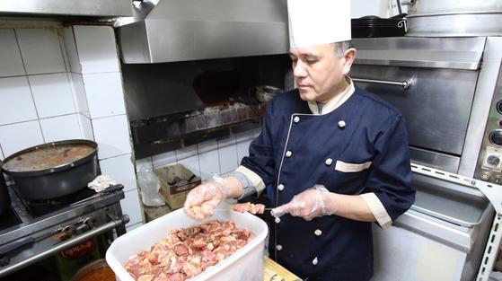요리사 미로프씨가 단체급식 업계에서 일 하지 못 하는 이유는