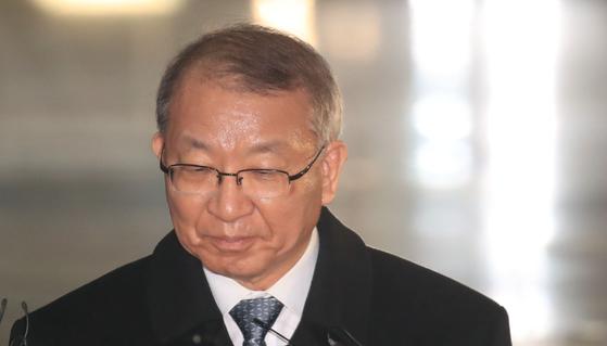 지난 11일 양승태 전 대법원장이 검찰 조사를 마치고 서울중앙지검을 나서고 있다. [연합뉴스]