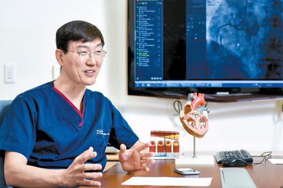 """권현철 심장센터장은 '질환별 주요 수술 건수, 합병증 발생률, 사망률 등의 질 지표를 관리해 수준 높은 의료를 제공하겠다""""고 말했다. 프리랜서 김동하"""