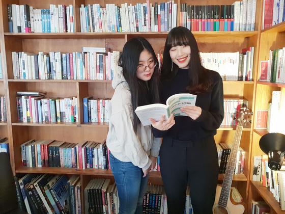 윤신혜 학생기자는 어머니의 도움을 받아 지난 2018년 1월 첫 종이책을 출간했다. 2019년 1월 기준 현재는 새 책을 준비 중이다.