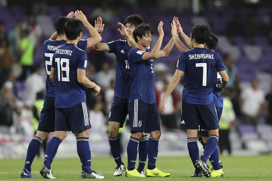 이란을 꺾고 아시안컵 결승에 진출한 일본축구대표팀. [AP=연합뉴스]