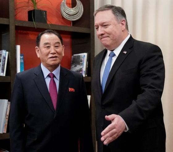 지난 18일 미국 워싱턴에서 만난 폼페이오 국무장관과 김영철 북한 노동당 부위원장. [로이터=연합뉴스]