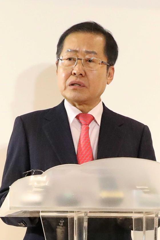 홍준표 자유한국당 전 대표가 30일 오후 서울 여의도 더케이타워에서 당대표 출마선언 기자회견을 갖고 있다. 오종택 기자