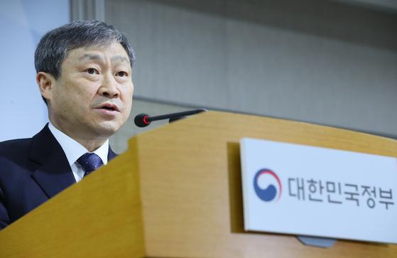 박백범 교육부 차관이 30일 정부세종청사에서 학교폭력 제도개선 방안에 관해 설명했다. [연합뉴스]