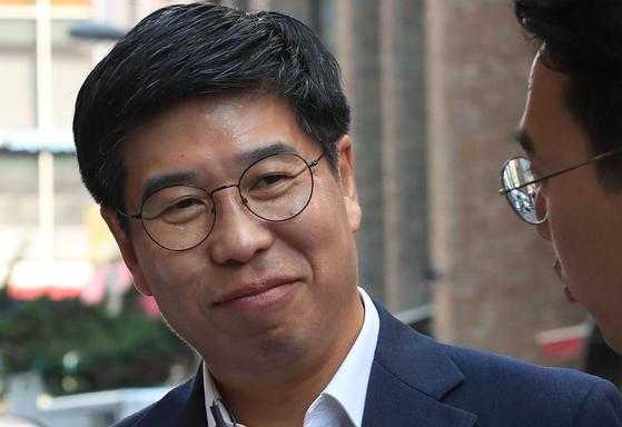 백원우 전 청와대 민정비서관이 지난해 8월 서울 강남구 특검 사무실에 출석하는 모습. [연합뉴스]