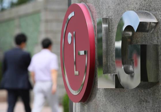 LG전자가 31일 지난해 4분기(10~12월) 매출 15조7700억원, 영업이익 757억원을 비롯해 각 부문 별 영업실적을 공시했다. [연합뉴스]