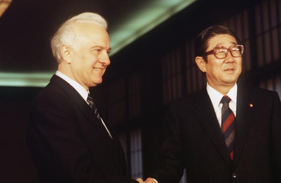 1986년 러시아 외무장관과 회담하는 아베 신타로 전 외상[사진=지지통신 제공]