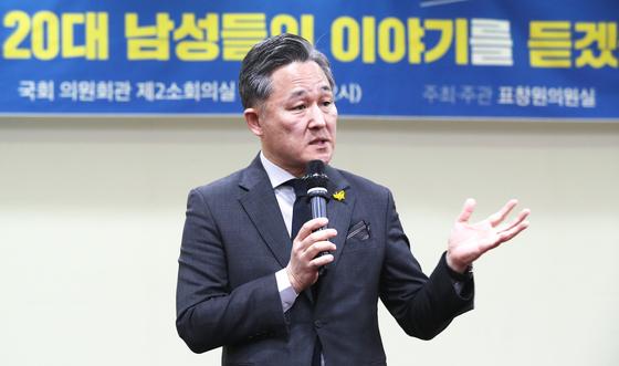 표창원 더불어민주당 의원이 30일 서울 여의도 국회에서 열린 간담회에서 발언하고 있다. [연합뉴스]