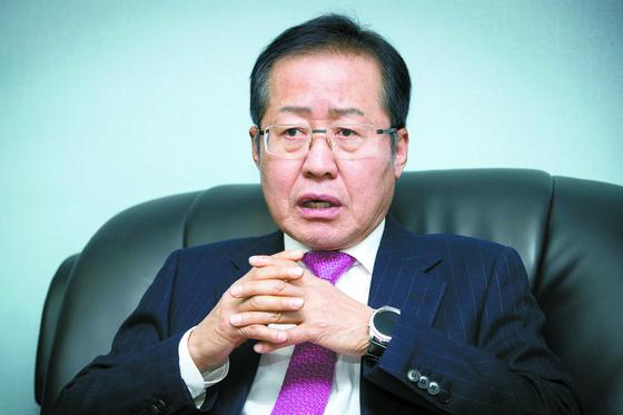 홍준표 전 자유한국당 대표가 31일 서울 종로구 사무실에서 당 대표 출마 소감을 말하고 있다. [장진영 기자]