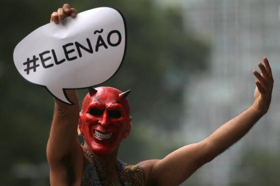 보우소나루 반대자들의 시위 [EPA=연합뉴스]