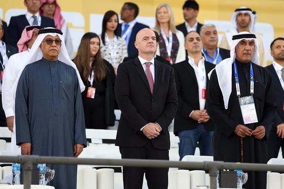 아시안컵 결승전에 참석한 잔니 인판티노 국제축구연맹(FIFA) 회장(가운데). [EPA=연합뉴스]