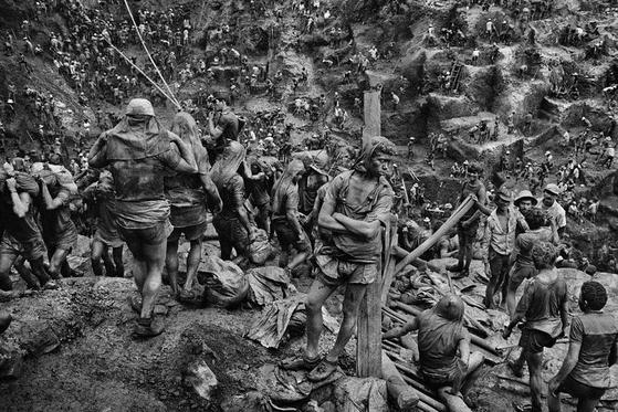브라질 금광의 노동자들(1986년). [사진 세바스티앙 살가두]