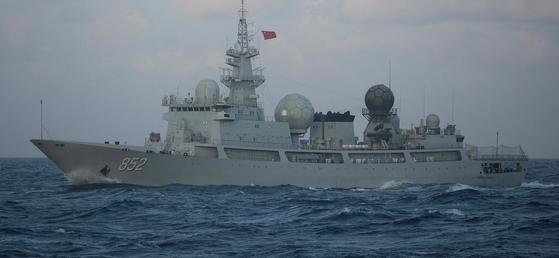 미국과 러시아를 상대로 정보 수집 활동을 한 중국 해군의 815식 정보수집함 [사진 lowyinstitute.org]