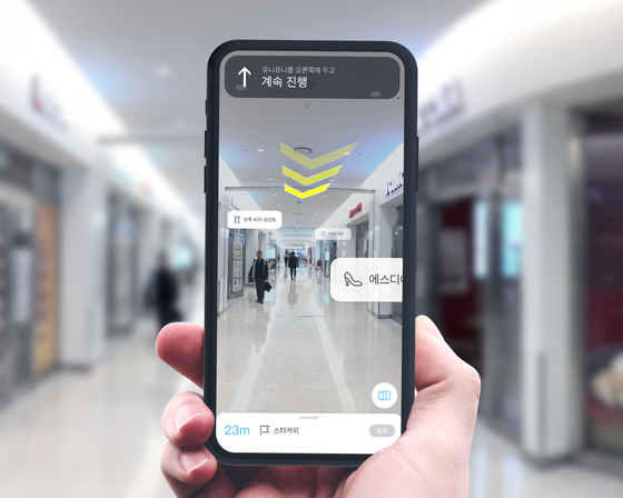 인천공항공사와 네이버가 손잡고 내놓을 예정인 증강현실(AR) 내비게이션의 화면. 내비게이션은 2D가 아닌 3D 영상에 기반해 그만큼 더 길을 찾기가 쉬워졌다. [사진 네이버]