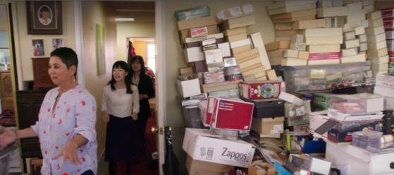 넷플릭스 오리지널 '곤도 마리에: 설레지 않으면 버려라'의 한 장면.
