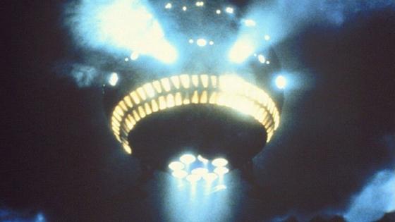 1982년 영화 'ET'에서 UFO가 지구를 떠나고 있다. [자료 유니버셜 픽처스]