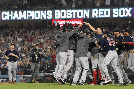 지난해 10월 LA 다저스를 꺾고 월드시리즈를 제패한 보스턴 레드삭스 선수들. [연합뉴스]