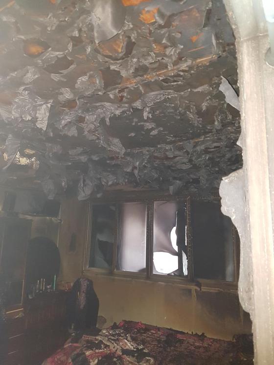 7일 오전 6시 37분께 불이 난 충남 천안시 안서동 한 다세대주택 모습. 이 사고로 3명이 숨지고 2~3명이 다쳐 병원으로 이송됐다. [천안동남소방서 제공=연합뉴스]