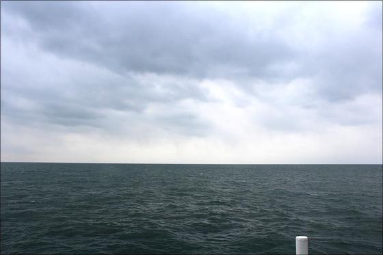 인공강우 실험 이후 기상선박 주위 해상에서 관측된 비구름. [사진 기상청]