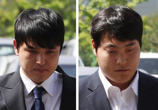 성폭행 무혐의 처분을 받은 키움 박동원(왼쪽)과 조상우. KBO는 8일 상벌위원회를 열어 두 선수와 관련된 사안을 심의하기로 했다. 연합뉴스 제공