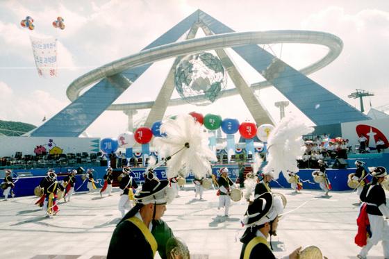 1993년 대전 엑스포 과학공원 개장 전야제 행사. [중앙포토]