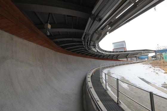 평창올림픽 썰매경기가 열린 알펜시아 슬라이딩센터. 트랙 콘크리트 바닥이 드러났다. [김상선 기자]
