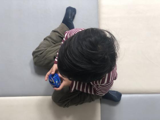 추운 날씨와 미세먼지 때문에 아이들이 집에 있는 시간이 많아지면서 층간소음 갈등도 커지고 있다. 천권필 기자.