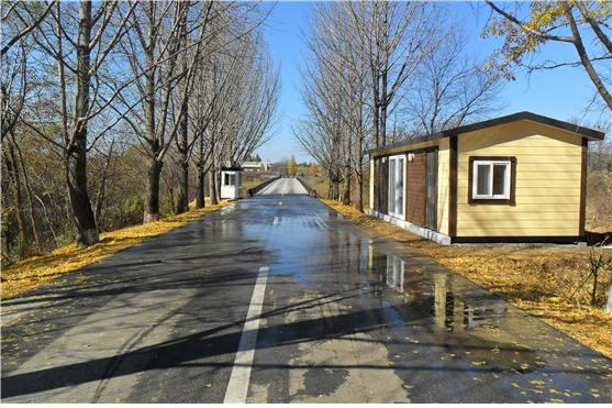 판문점 공동경비구역(JSA) 72시간 다리 인근에 위치한 북측 지역 신규 초소 모습. [연합뉴스]