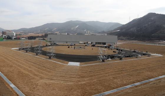 2018년 평창 동계올림픽 당시 개·폐회식장이었던 자리. 1주년(2월 9일)을 앞두고 기념행사 준비가 한창이다. 김상선 기자
