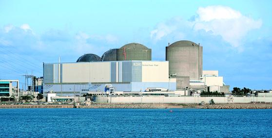 우리나라 첫 원자력발전소인 '고리 1호기'가 40년의 가동을 멈추고 2017년 18일 밤 12시(19일 0시)를 기해 영구 정지됐다. [뉴스1]