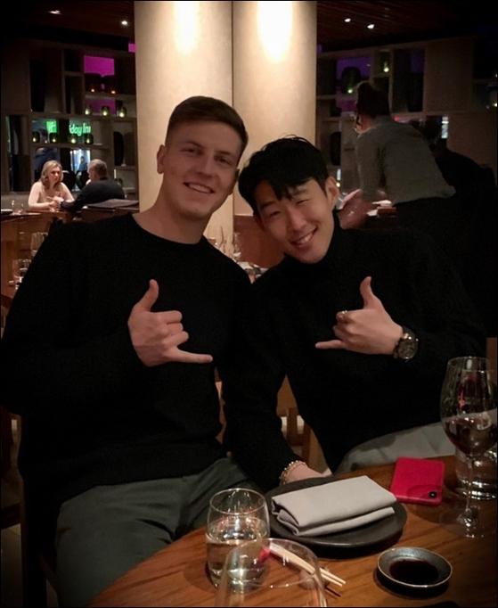 휴가에 과거 팀 동료 케빈 비머(왼쪽)와 만난 손흥민. [사진 인스타그램]