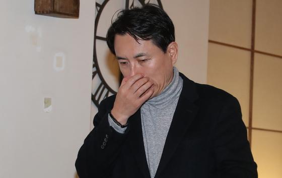 자유한국당 김진태 의원이 10일 서울 여의도 한 음식점에서 기자간담회를 준비하고 있다.[연합뉴스]