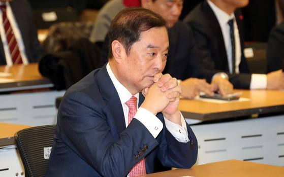 김병준 자유한국당 비상대책위원장이 지난 8일 국회 의원회관에서 열린 제6차 상임전국위원회에 참석해 생각에 잠겨 있다. 변선구 기자