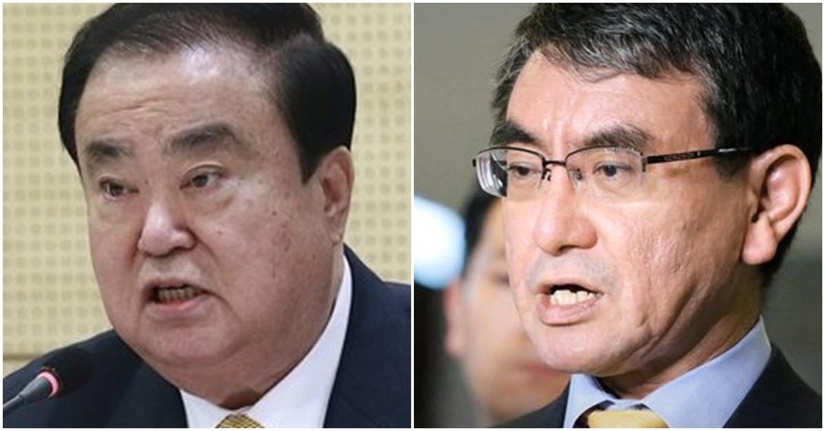 문희상 국회의장(왼쪽)과 고노 다로 일본 외무상. [중앙포토·연합뉴스]