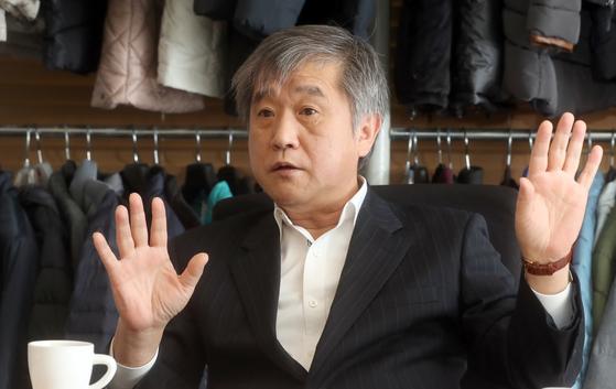 화승에 200억원이 물린 변종건 MSA 대표가 8일 서울 대치동 사옥에서 '화승 법정관리' 사태의 원인에 대해 설명하고 있다. 최정동 기자