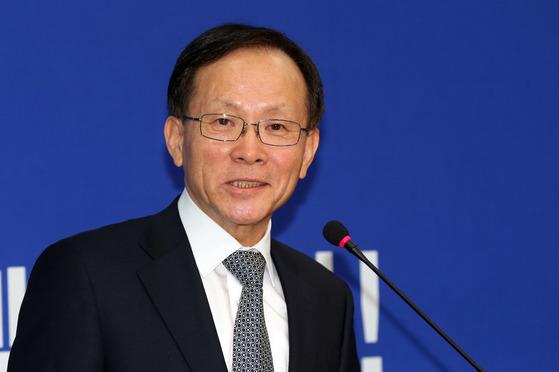 2017년 2월 6일 더불어민주당에 입당할 당시 기자회견을 하고 있는 이수혁 의원. [중앙포토]