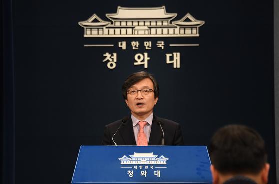 김의겸 청와대 대변인이 11일 오후 서울 종로구 청와대 춘추관에서 5·18 관련 브리핑을 하고 있다. [청와대사진기자단]