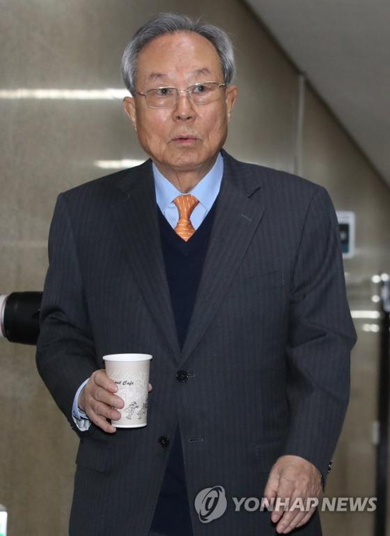 자유한국당 박관용 선관위원장이 11일 오전 국회에서 열린 당 선관위 회의에 참석하고 있다. [연합뉴스]