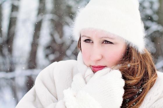 손발이 꽁꽁 얼고 몸도 추위를 느껴 옷을 껴입는데 얼굴은 바깥에 내놓아도 되는 까닭은 무엇이냐는 질문에 한의사 기백은 얼굴은 모든 양경맥이 모여있어 추위에 견딜 수 있다고 답했다. [사진 pixabay]