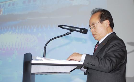 오거돈 부산시장이 11일 충북 진천선수촌 대의원 총회에서 2032년 열릴 35회 여름올림픽 공동유치에 대한 당위성을 설명하고 있다. [뉴스1]