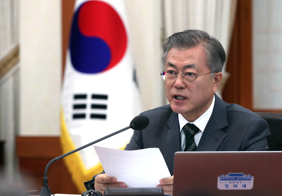 12일 오전 청와대에서 열린 국무회의에서 문재인 대통령이 모두발언을 하고 있다. [청와대사진기자단]