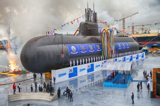 도산 안창호함은 우리나라 최초의 3,000톤급 잠수함으로 탄도미사일을 탑재할 수 있는 최신예 함정이다. [청와대사진기자단]