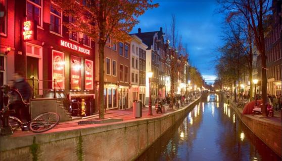 네덜란드 암스테르담에 위치한 홍등가의 모습. 이 곳에선 성매매가 합법이다. [사진 암스테르담인포]