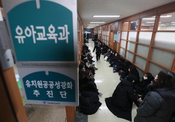 교사가 무슨 죄···정부-사립유치원 싸움에 등 터졌다