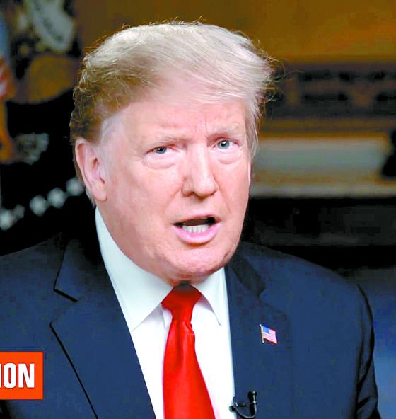 """도널드 트럼프 미국 대통령이 3일(현지시간) CBS방송과 인터뷰에서 """"주한미군 철수 계획이 없지만 아마도 언젠간, 누가 알겠느냐""""고 말했다.[CBS 유튜브 캡처]"""