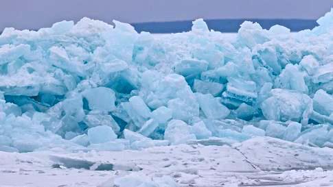 미국 미시간 주 맥키노해협의 파란 얼음. [연합뉴스]