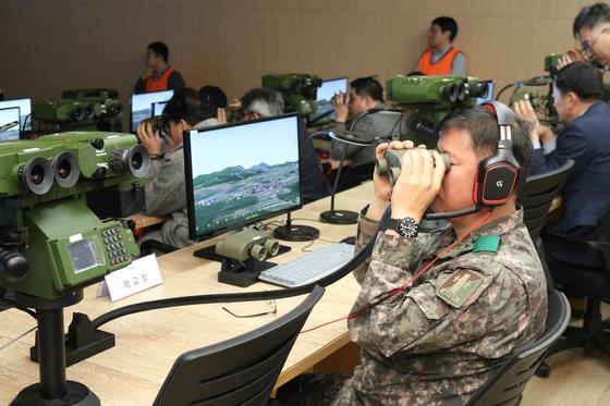 방위사업청(청장 왕정홍)은 국내 기술로 개발한 합동화력시뮬레이터를 포병학교에 배치하고 12일(화) 전력화했다고 밝혔다. [방위사업청 제공]