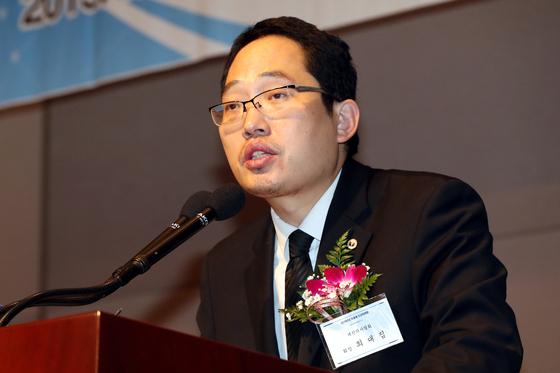 최대집 대한의사협회장이 지난달 3일 오전 서울 중구 한국프레스센터에서 열린 2019의료계 신년하례회에서 신년사를 하고 있다. [뉴스1]