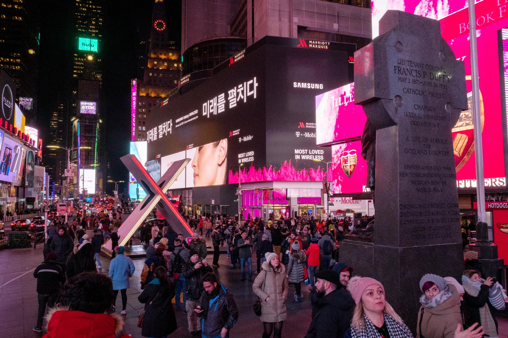 뉴욕 타임스퀘어에 설치된 삼성 '미래를 펼치다' 한글 옥외광고. [사진 삼성전자]