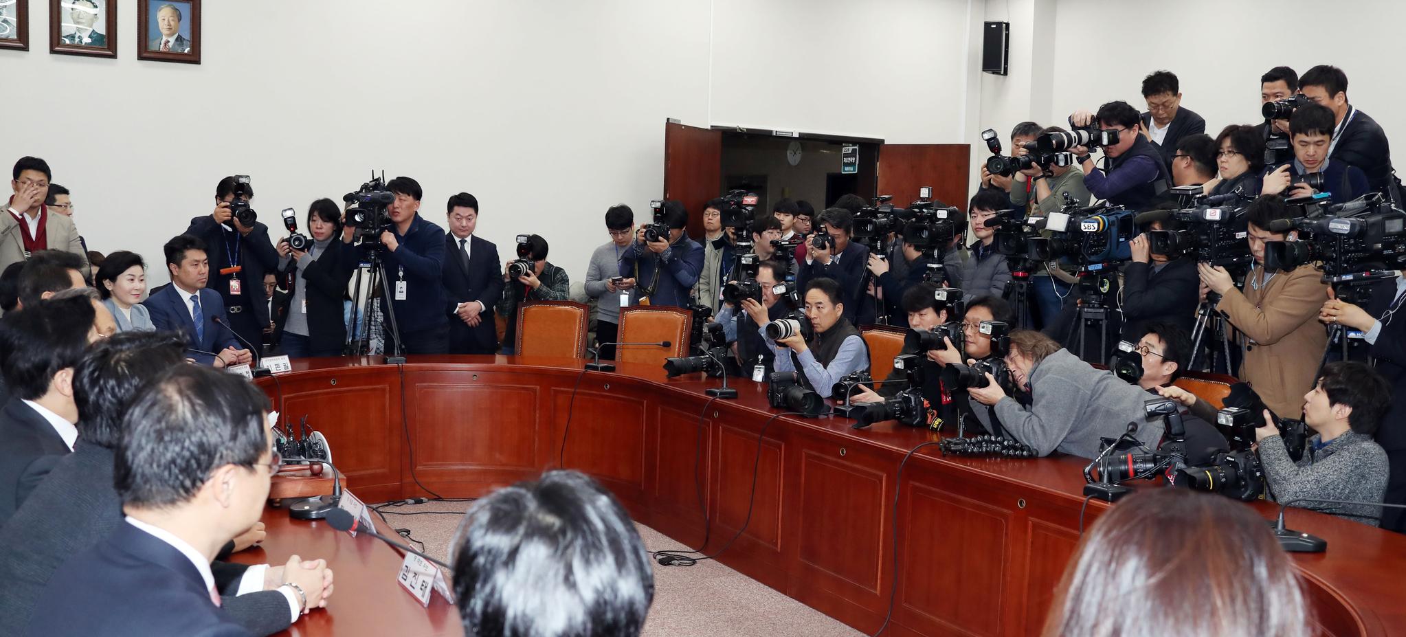 황교안, 오세훈, 김진태 후보가 참석한 자유한국당 선관위 회의가 13일 오전 국회에서 열렸다. 변선구 기자